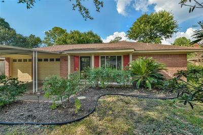Oak Forest Single Family Home For Sale: 5610 Cheshire Lane