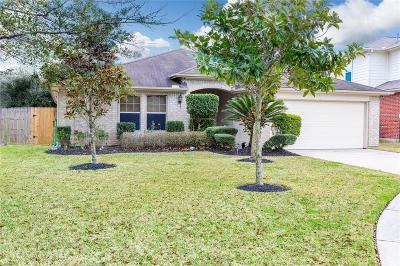 Spring Single Family Home For Sale: 6230 Knollwood Trail