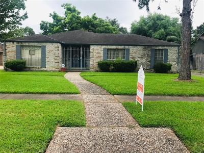 Houston Single Family Home For Sale: 16386 Larkfield Drive