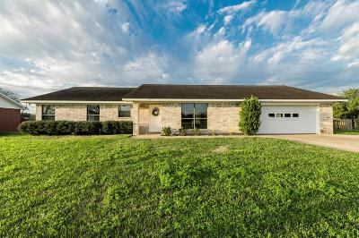Columbus TX Single Family Home Sold: $220,000