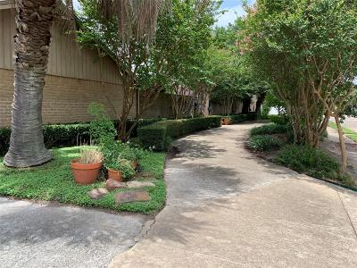 Houston Condo/Townhouse For Sale: 2210 Nantucket Drive