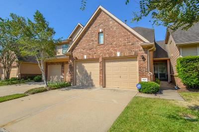 Sugar Land Condo/Townhouse For Sale: 8915 Summer Ash Lane
