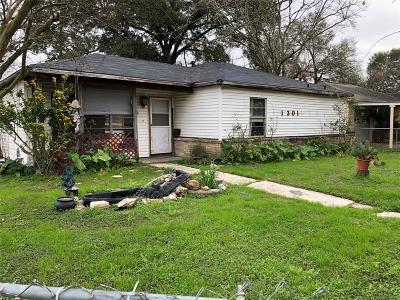 Harris County Single Family Home For Sale: 1301 Cedarwood Drive