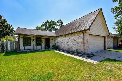 Sugar Land Single Family Home Pending: 16915 Enchanted Circle W