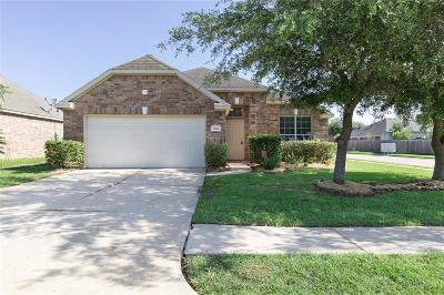 Pearland Single Family Home Pending: 4801 Cedar Hill Drive
