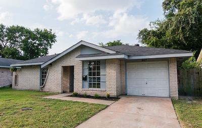 Houston Single Family Home For Sale: 4447 Fallen Oaks Drive