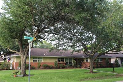 Friendswood Single Family Home For Sale: 301 Garden Drive