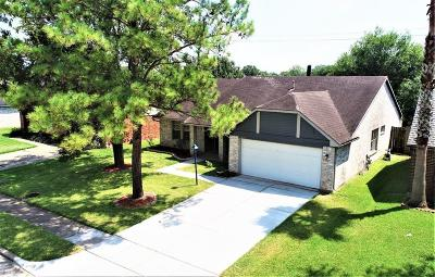 Friendswood Single Family Home For Sale: 4923 Shady Oaks Lane