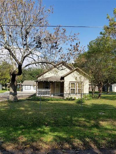 Bacliff TX Single Family Home For Sale: $175,000