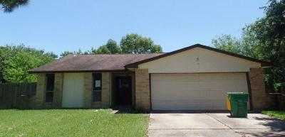Baytown Single Family Home For Sale: 4928 Meadowood Circle
