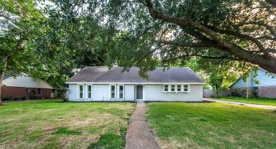 Friendswood Single Family Home For Sale: 806 Quaker Drive