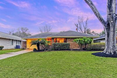 Oak Forest Single Family Home For Sale: 5114 Nina Lee Lane