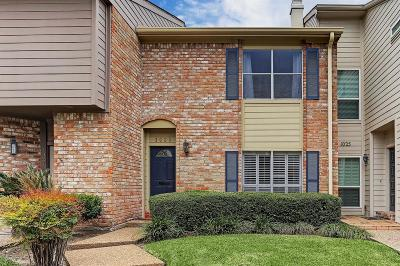Houston Condo/Townhouse For Sale: 1023 Fountain View Drive