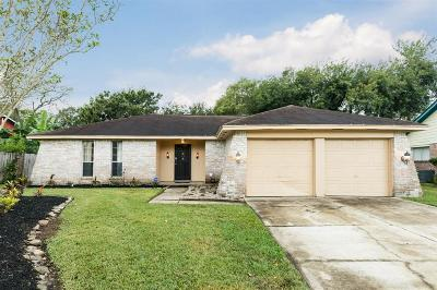 Friendswood Single Family Home For Sale: 5226 Apple Blossom Lane