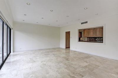 Houston Mid/High-Rise For Sale: 2929 Buffalo Speedway #314
