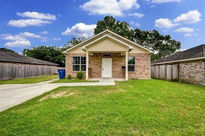 Texas City Single Family Home For Sale: 206 N Sparrow Way