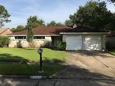 Friendswood Single Family Home For Sale: 204 Whitehall Lane