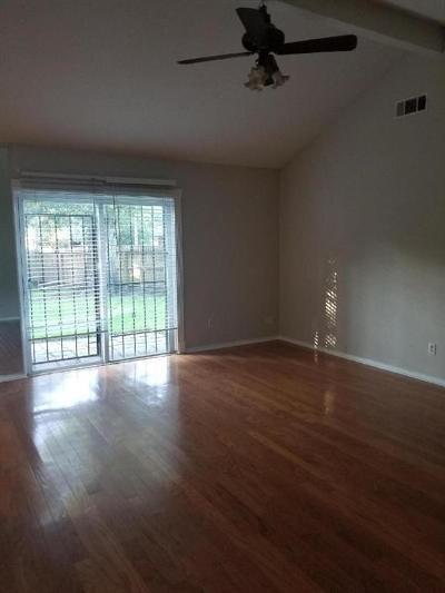Houston TX Single Family Home For Sale: $1,300