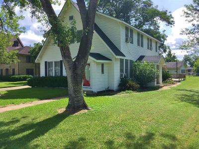 Weimar Single Family Home For Sale: 404 N Center Street