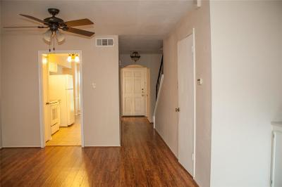 Houston Condo/Townhouse For Sale: 13238 Trail Hollow Drive