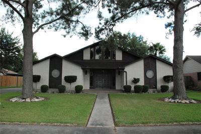 Friendswood Single Family Home For Sale: 1108 Glenshannon Avenue