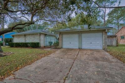 Friendswood Single Family Home For Sale: 414 W Castle Harbour Drive