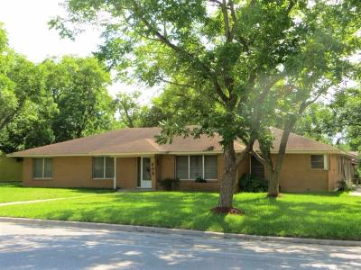 Weimar Single Family Home For Sale: 609 N Center Street