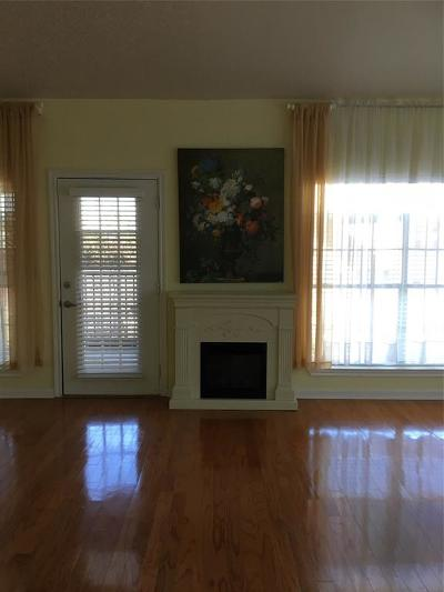 Kingwood Condo/Townhouse For Sale: 2815 Kings Crossing Drive #318
