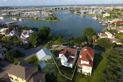 Clear Lake Shores Single Family Home For Sale: 422 E Shore Drive