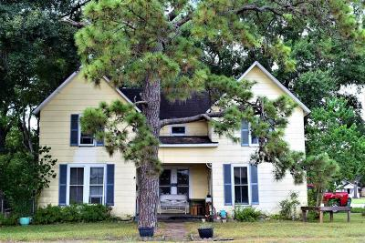 El Campo TX Single Family Home For Sale: $110,000