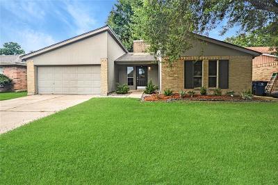 Angleton Single Family Home For Sale: 15 Lobo Court