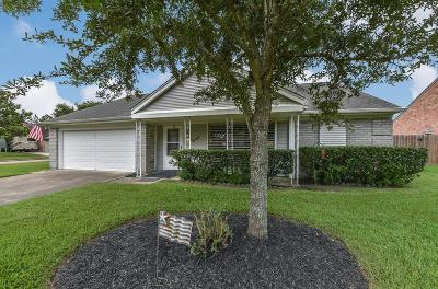 Pearland Single Family Home Pending: 2511 Laura Lane