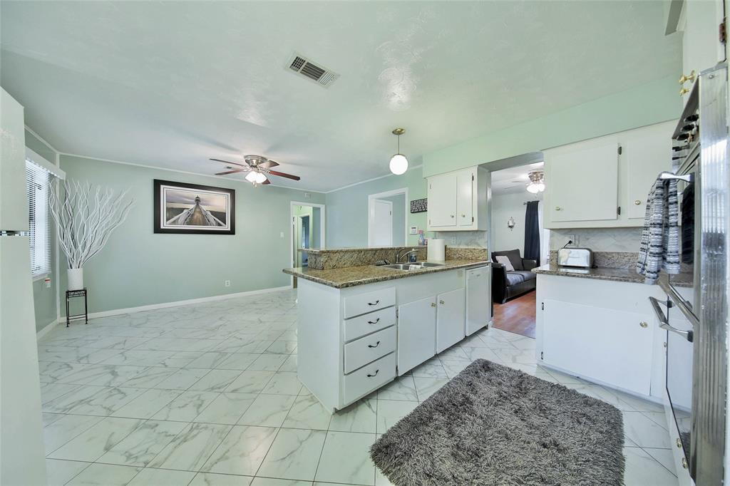 4 bed / 3 full, 1 partial baths Home in Houston for $174,500