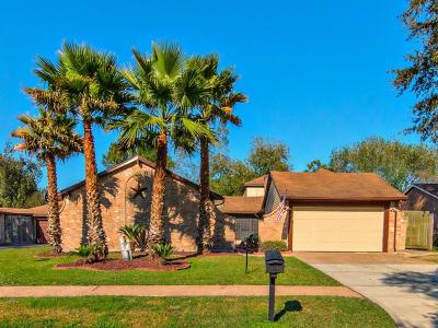 Friendswood Single Family Home For Sale: 513 Point Clear Drive