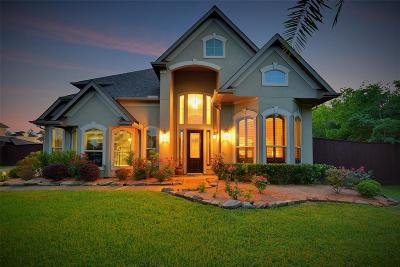 Friendswood Single Family Home For Sale: 900 Pinecrest Court