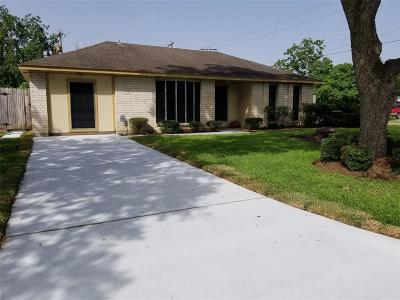 Friendswood Single Family Home For Sale: 305 Bellmar Lane