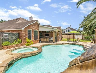 Pearland Single Family Home Option Pending: 2602 Clay Creek Court