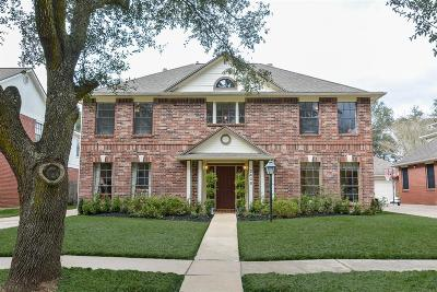 Sugar Land Single Family Home For Sale: 2406 Parkwood Lane
