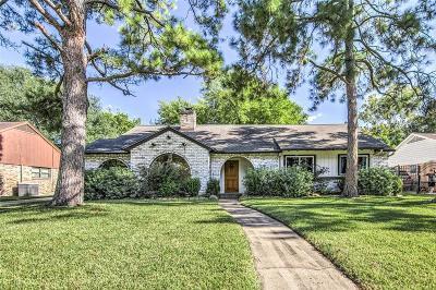 Houston Single Family Home For Sale: 9827 Moorberry Lane