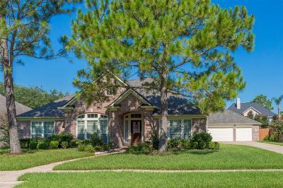 Friendswood Single Family Home For Sale: 706 Red Oak Lane