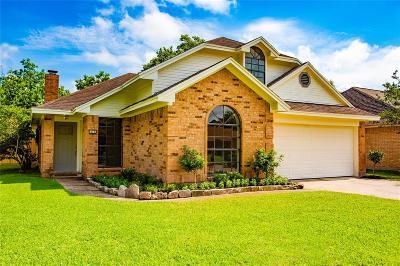 Angleton Single Family Home For Sale: 22 Alexander Court