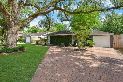 Bellaire Single Family Home For Sale: 4629 Cedar Oaks Lane