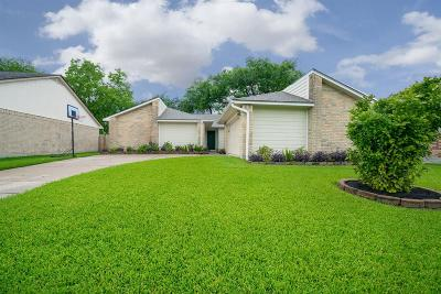 Friendswood Single Family Home For Sale: 16830 Colony Bend Drive