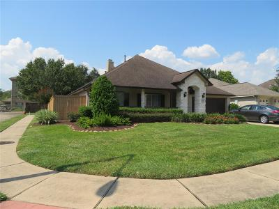 Friendswood Single Family Home For Sale: 1490 Garden Lakes Drive