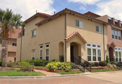Condo/Townhouse For Sale: 28 W Oaks Drive