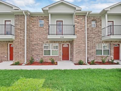 Pasadena Condo/Townhouse For Sale: 202 Woodbridge Lane