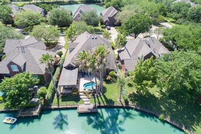 Sugar Land Single Family Home For Sale: 422 Brook Shore Court