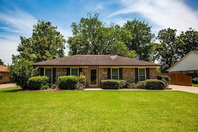 Lake Jackson Single Family Home For Sale: 414 That Way Street