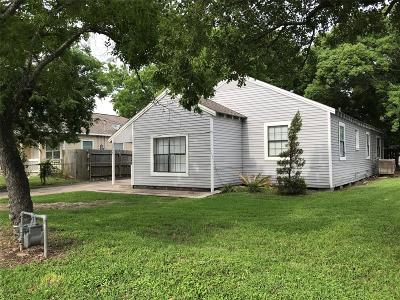 La Marque Single Family Home For Sale: 2015 Bayou Road