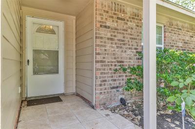 Single Family Home For Sale: 6847 Vanlynn Lane